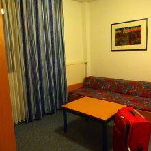 Sofa-Bett mit Tisch, R1