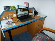 R1: Schreibtisch ohne Tischlampe