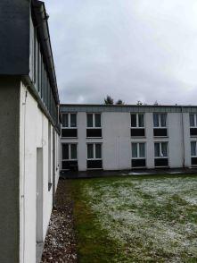 Klinik mit den Fensterverlängerungen, die so undicht sein können.