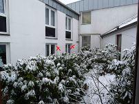 Meine beiden Zimmer in der Ecke. Der Fensterunterbau ist nur eine Plastikwand, die kaum die Kälte abhält.