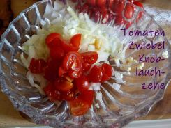 """Tomaten mit Zweibel""""bett"""""""