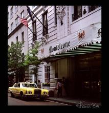 Taxi vor dem Hotel.