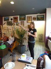 Linda erklärt die geplanten Aktionen